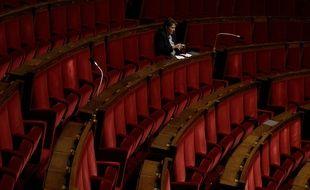 La députée Frédérique Dumas a quitté le groupe LREM, fort de 300 sièges, en 2018, pour en rejoindre un plus petit.