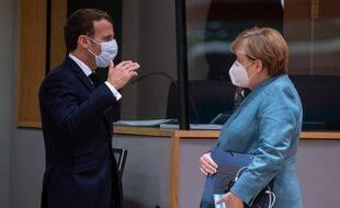 Emmanuel Macron et Angela Merkel veulent poursuivre l'achat de doses de vaccins par l'Union européenne.