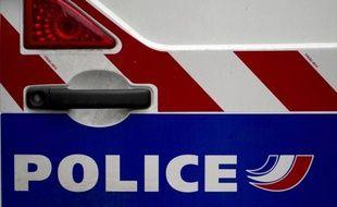 La ville de Montigny-en-Gohelle (Pas-de-Calais), dont un habitant est décédé jeudi lors de son interpellation, était le théâtre d'échauffourées entre des résidents et la police, a constaté une journaliste de l'AFP.