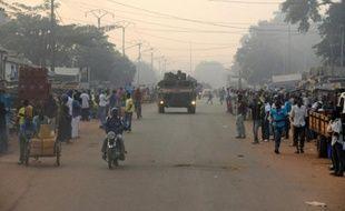 Des soldats français de l'opération Sangaris patrouillent le 4 décembre 2014 à Bangui, en Centrafrique