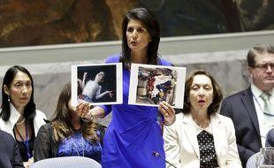 Nikki Haley, ambassadeur des Etats-Unis à l'ONU,  montre les photos du massacre syirne face à l'assemblée, le 5 avril 2017.