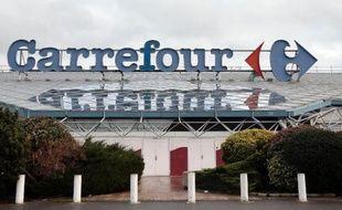 Le plus grand Carrefour de France à Villiers en Bière, près de Paris, le 27 décembre 2013