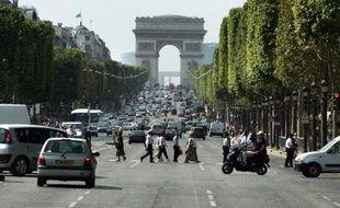 Entre 12 et 15 millions de personnes ont du mal à joindre les deux bouts en fin de mois en France, estime le président du Conseil économique, social et environnemental (CESE) Jean-Paul Delevoye, dans un article à paraître mercredi dans le Parisien.