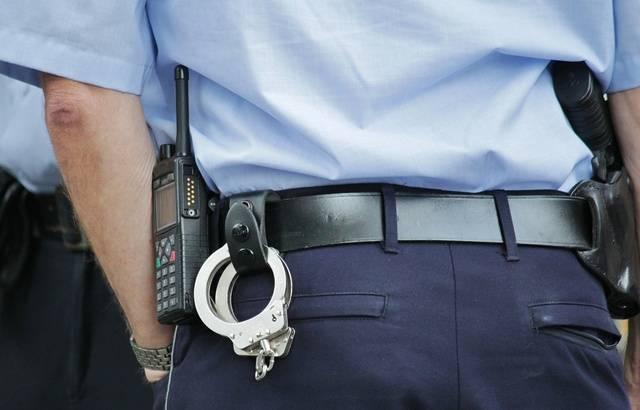 Il frappe un passant en pensant qu'il s'agit d'un ami 640x410_illustration-agent-police