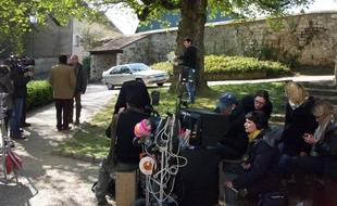 Tournage de la série « Hollyweed, belle île en herbe » pour OCS à Wy-dit-Joli-Village dans le Val-d'Oise le 7 avril 2017.