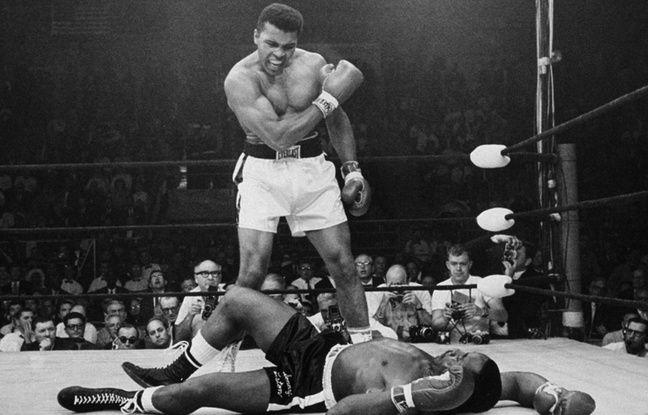 Mohamed Ali bat Sonny Liston, le 25 mai 1965, à. Lewiston
