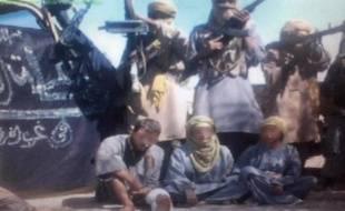 Le Mouvement pour l'unicité et le jihad en Afrique de l'Ouest (Mujao), groupe islamiste armé présent dans le nord du Mali, menace de tuer un Espagnol qu'il retient en otage avec deux Européennes, tous trois enlevés en octobre 2011 dans l'ouest de l'Algérie, selon son porte-parole.