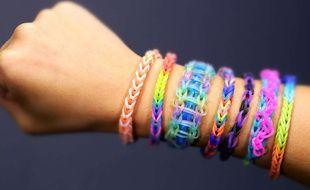 Les bracelets Rainbow Loom ont séduit les enfants.