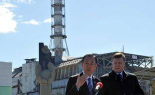 Le secrétaire général de L'ONU Ban Ki-Moon, avec le président ukrainien, le 20 avril 2011 sur le site de Tchernobyl