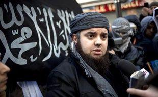 Mohammed Achamlane porte-parole de Forsane Alizza, groupuscule islamiste, tient une conférence de presse, le 27 janvier 2012 à Paris