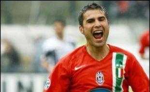 L'attaquant roumain Adrian Mutu, qui évolue à la Fiorentina (1re div. italienne de football), a été flashé à 205 km/h par un radar sur une autoroute près de Bologne (centre est) jeudi dernier, ce qui lui a valu un retrait de permis immédiat, a révélé l'agence italienne Ansa.