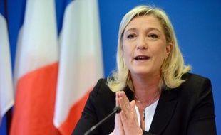 Jusqu'ici épargné par l'opposition, Jérôme Cahuzac, visé par une enquête pour blanchiment de fraude fiscale, est devenu une cible à droite où des voix s'élèvent pour réclamer la démission du ministre du Budget ou, comme Marine Le Pen, son changement d'affectation.