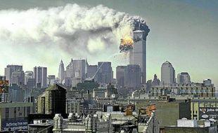 New York, 9h59. La tour sud du World Trade Center s'écroule. Un nuage de cendres envahit Manhattan.