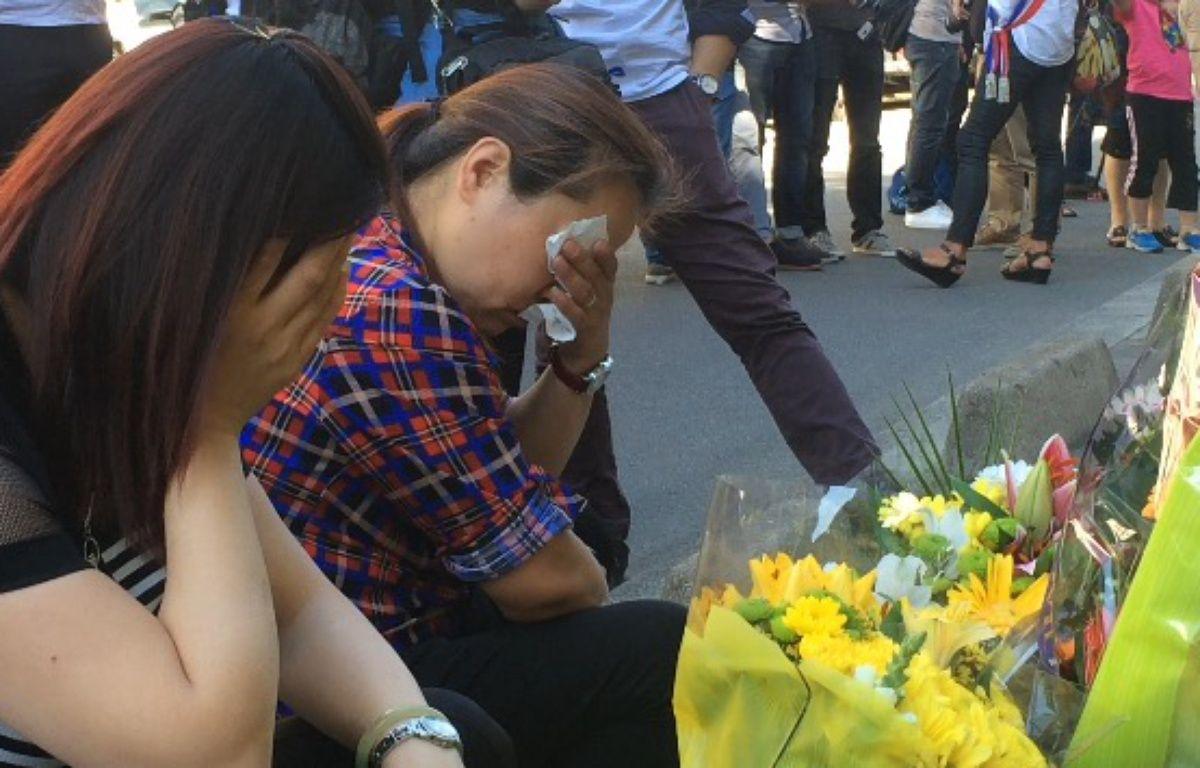 La femme et la sœur de Chaolin Zhang se sont recueillies, un an après sa mort à Aubervilliers. – Arian Karimi