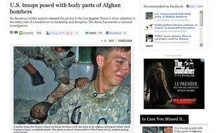 Capture d'écran du site Internet du Los Angeles Times présentant des photos choquantes de soldats américains en Afghanistan.