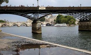 Vue de la Seine à Paris le 9 juin 2014.