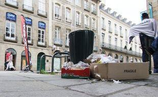 Les déchets se sont entassés dans le centre-ville de Rennes le 22 juin 2016, lors de la grève du service propreté.