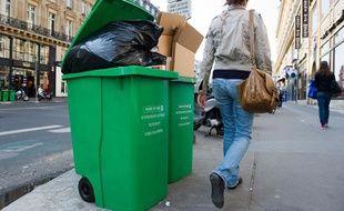 Des poubelles dans les rues de Paris, en 2011.
