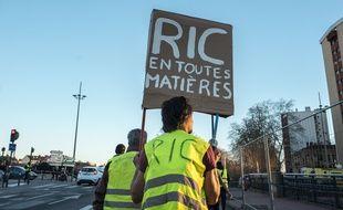 """Lors d'une manifestation des """"gilets jaunes"""" à Toulouse."""