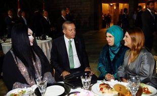 Le président turc et sa femme ont dîné avec une diva transexuelle quelques heures après la répression d'une manifestation LGBT