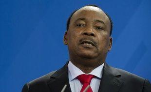 """Les auteurs des deux attentats-suicides perpétrés jeudi au Niger, contre un camp militaire à Agadez et contre un site du groupe nucléaire français Areva à Arlit """"venaient de Libye"""", a affirmé samedi le président nigérien Mahamadou Issoufou."""
