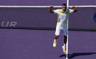 Jo-Wilfried Tsonga a livré une prestation sans rapport avec son statut de pensionnaire permanent du Top 10 mondial, samedi pour se qualifier pour le 3e tour du Masters 1000 de Miami (dur), une semaine après un non-match face à Novak Djokovic à Indian Wells.