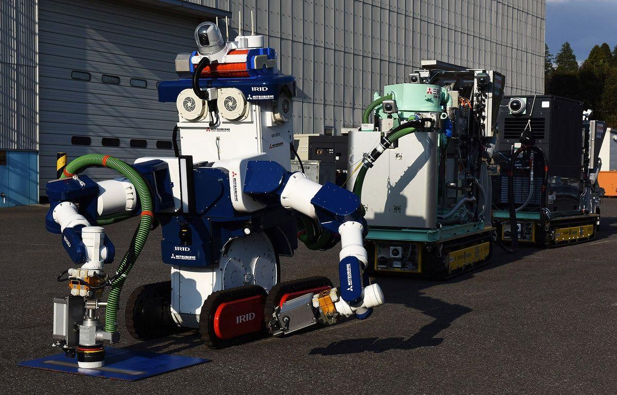 Trois groupes japonais ont présenté une équipe de robots «décontaminateurs» pour nettoyer les bâtiments des réacteurs de Fukushima. – TORU YAMANAKA / AFP