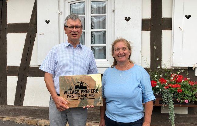 Le maire d'Hunspach, Bertrand Wahl, avec la présidente de l'association d'histoire d'Hunspach et des environs, Béatrice Kehrli.