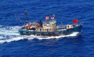 Quatorze militants pro-chinois ont été arrêtés mercredi par la police japonaise après un débarquement sur une île disputée par Pékin à Tokyo en mer de Chine orientale, ont annoncé les autorités et les médias nippons.