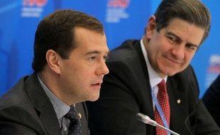 Le Premier ministre russe, Dmitri Medvedev, a évoqué jeudi une éventuelle sortie de la Russie du protocole de Kyoto sur la réduction des émissions de gaz à effet de serre (GES), en estimant que Moscou n'avait pas intérêt à y rester.