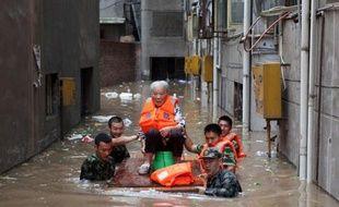 Le plus haut responsable de la propagande à Pékin a donné l'ordre aux médias de s'en tenir aux bonnes nouvelles concernant les suites des inondations qui ont fait 37 morts le week-end dernier dans la capitale chinoise et déclenché un flot de critiques contre le gouvernement.