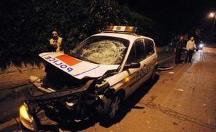 Près de cinq ans après la mort de deux adolescents, tués dans la collision entre leur mini-moto et une voiture de police à Villiers-le-Bel (Val-d'Oise), le policier qui conduisait le véhicule est jugé vendredi devant le tribunal correctionnel de Pontoise.