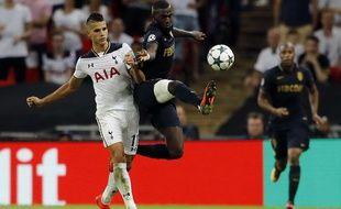 Tiémoué Bakayoko à la lutte avec Érik Lamela, lors de la victoire de Monaco contre Tottenham en Ligue des champions (1-2), le 14 septembre 2016.