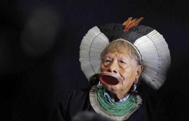 Lyon: La ville va décorer le chef indien Raoni