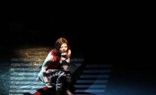 Charmiane Bonnet, actrice sud-africain, en train de jouer dans «Je suis une créature émotionelle» d'Eve Ensler, en juillet 2011, à Johannesbourg on Friday.