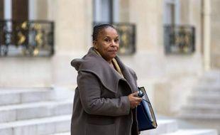 """La ministre de la Justice Christiane Taubira a affirmé mardi à l'Assemblée que le président de la République François Hollande, """"personne privée"""", était """"tout à fait fondé"""" à donner sa version dans le procès en diffamation intenté par sa compagne."""