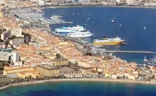 Vue aérienne du port d'Ajaccio en Corse