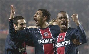 Le Paris SG a lui fait l'autre bonne opération de la soirée en écrasant (4-1) Auxerre, 4e, au classement pour remonter à la 8e place mais à quatre points de sa victime et des places européennes.