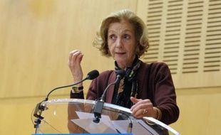 Le déficit commercial français a reculé de 6 milliards d'euros à 61,2 milliards en 2013, soit un repli de près de 9% sur un an, selon les chiffres dévoilés vendredi par la ministre du Commerce extérieur Nicole Bricq.