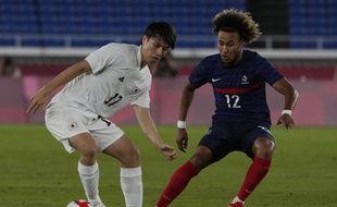 Le Japonais Ao Tanaka (en blanc) face au Français Alexis Beka Bekale 28 juillet à Yokohama.(AP Photo/Kiichiro Sato)