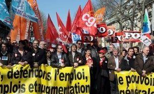 Les syndicats se réunissent lundi pour tenter de s'entendre sur une mobilisation nationale, notamment le 1er mai, permettant d'atteindre le niveau de la journée d'action réussie du 19 mars, sous la pression d'une base exaspérée par les plans sociaux à répétition.