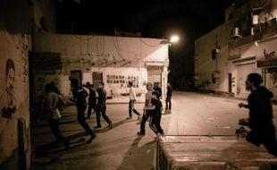 Un jeune manifestant a été tué dans des affrontements avec les forces anti-émeutes dans un village chiite proche de Manama, lors d'une manifestation marquant le deuxième anniversaire de la contestation à Bahreïn, a annoncé l'opposition chiite.