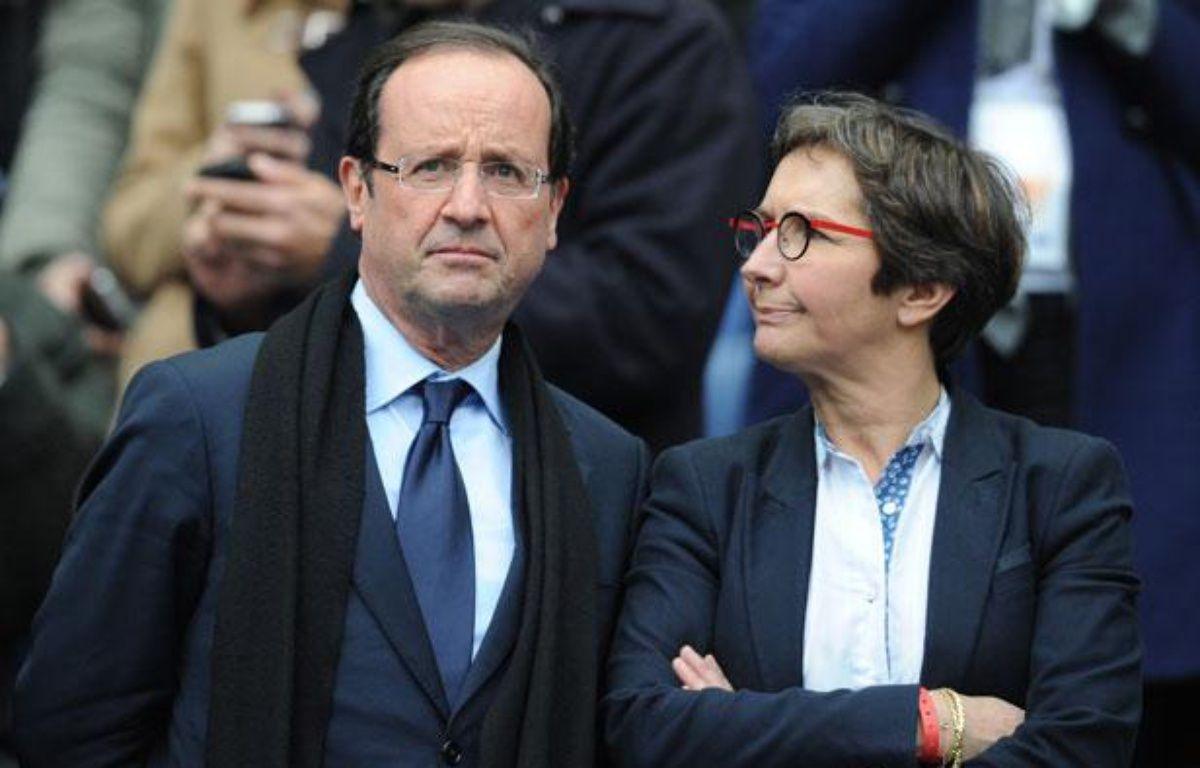 François Hollande aux côtés de sa future ministre des sports, Valérie Fourneyron, pendant le tournoi des VI Nations de Rugby 2012. – FRANCK FIFE / AFP