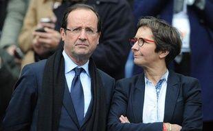 François Hollande aux côtés de sa future ministre des sports, Valérie Fourneyron, pendant le tournoi des VI Nations de Rugby 2012.