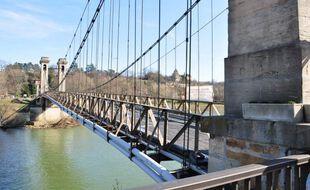 Le pont de Couzon-au-Mont-d'Or au nord de Lyon sera fermé à la circulation après un incident avec un camion.