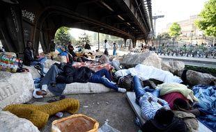 La préfecture de police et la préfecture d'Ile-de-France ont indiqué dans un communiqué commun que les migrants se verront «proposer une solution d'hébergement provisoire en Île-de-France».