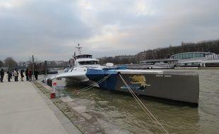Le Brigitte Bardot, le trimaran de l'association Sea Sheperd, le 21 janvier 2015. Le bateau le plus rapide de l'ONG est en escale jusqu'au 12 février à Paris.