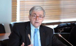 Le PDG de la RATP Pierre Mongin et le député UMP Gilles Carrez sont visés par une plainte sur les conditions de passation du marché du RER A, épinglées en 2012 par la Cour des comptes, selon une source proche du dossier.