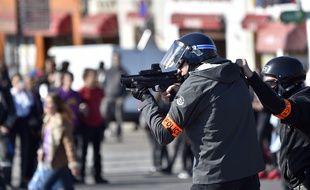 Policier lors d'une manifestation à Nantes le 3 mai 2016