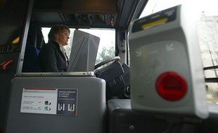 B?atrice BERNARD, conductrice de la ligne de bus 2 de Lyon, le 7 mars 2012. CYRIL VILLEMAIN/20 MINUTES